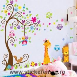 Sticker decorativ girafa copac si animalute