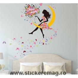 Sticker decorare fetita pe luna cu flori
